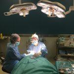 quirófano moderno cirugía con telelupa